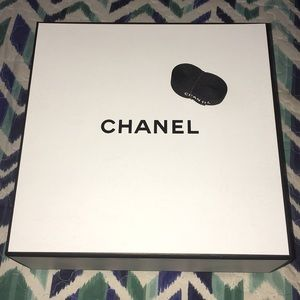 Other - Chanel small Box